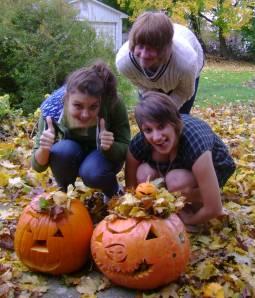 girls with jackolanterns